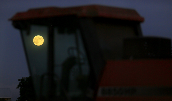 kp0908_Moon_harvestS