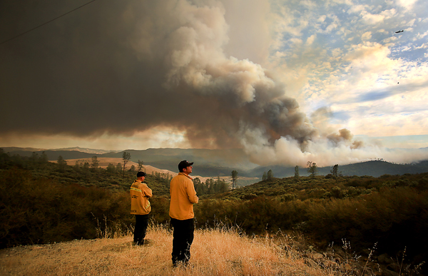 The Jerusalem fire rolls toward Knoxville-Berryessa Road as it jumps Jerusalem Valley and the contingency lines for the Rocky fire, Monday Aug. 10, 2015.  (Kent Porter / Press Democrat) 2015