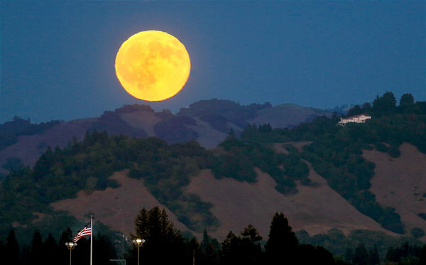 he super moon rises above Founaingrove Saturday  Aug. 29, 2015 in Santa Rosa. (Kent Porter / Press Democrat) 2015