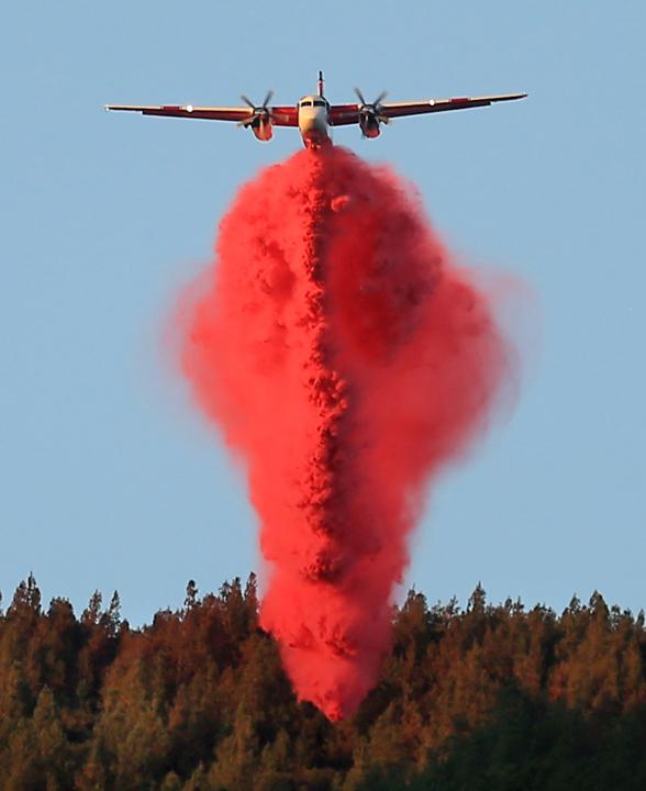 A Cal Fire tanker